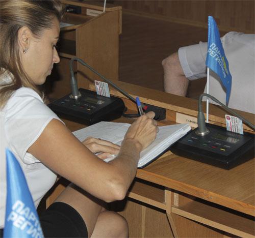 Депутат Сафонова в трудах