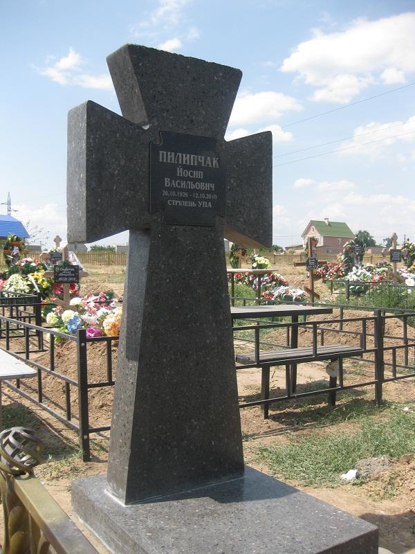 Зразок хрестів, які будуть встановлені на могилах повстанців
