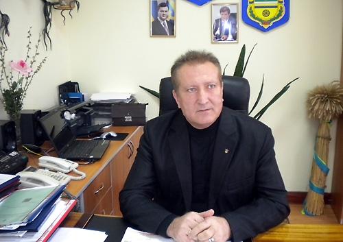 Глава Кривоозёрской РГА Павел  Бузинский, регионал, пойман на крупной взятке. Выпущен под подписку о невыезде.