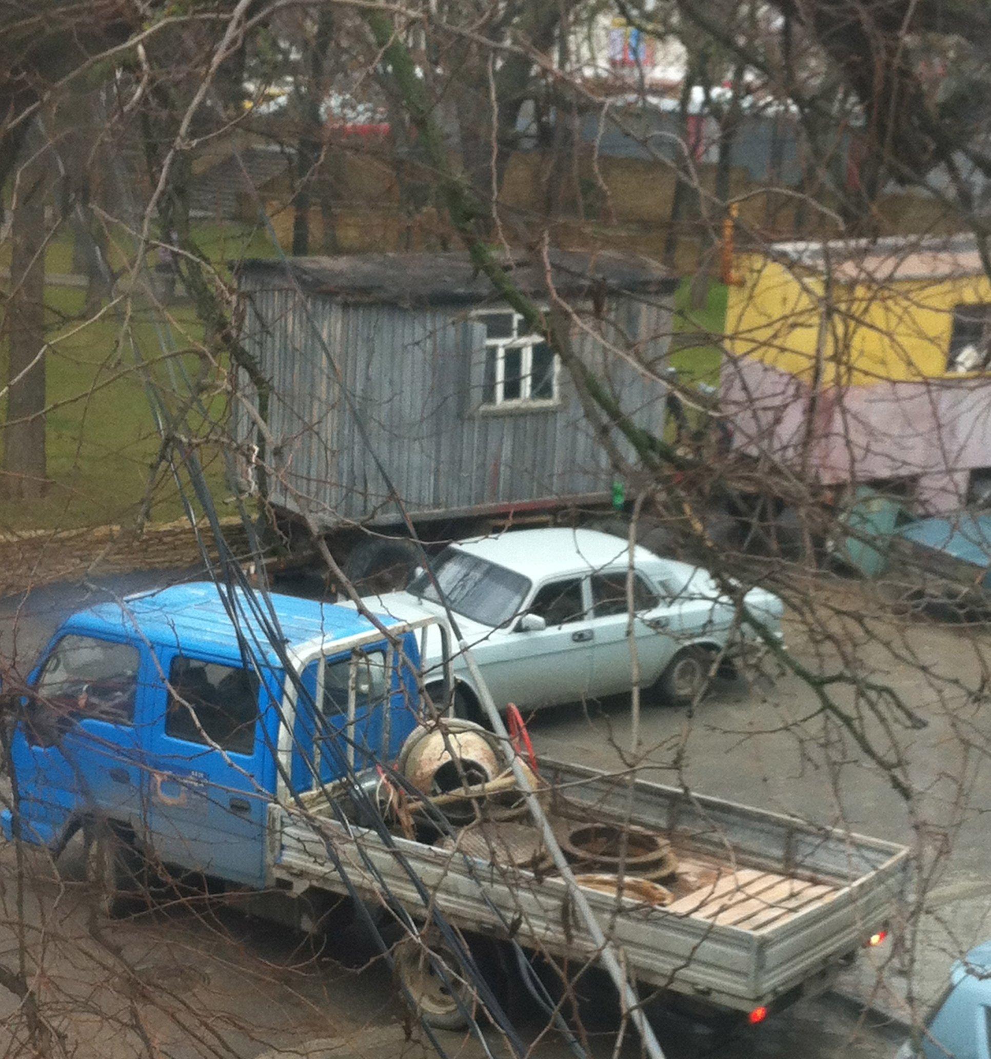 oskar-vyvozit-lyuki-i-betonomeshalku