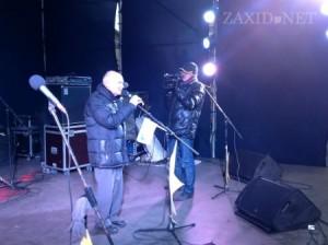 Ігор Юхновський на сцені львівського Ѓвромайдану