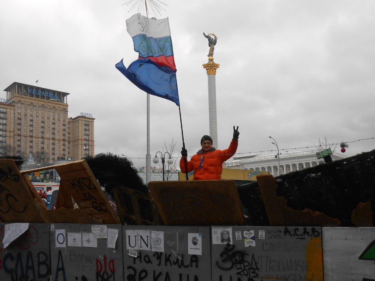 В Мариуполе в честь освобождения от боевиков развернули самый большой флаг Украины - Цензор.НЕТ 9670