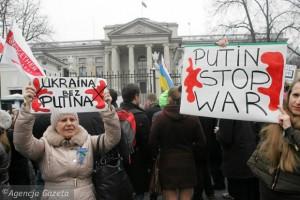z15551667Q,Niedzielna-demonstracja-pod-ambasada-Rosji-przeciw