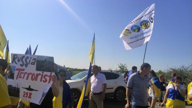 Прапор нашої організації під час моніторингової місії під Краматорськом. Побачите такий - знайте, це ми!