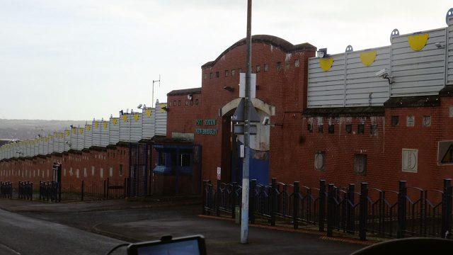 Типовий поліцейський участок в Белфасті. В розділених стінами районах