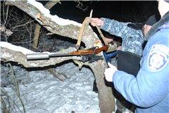 """За словами єгеря ДП """"Бірюк"""", нарізна зброя з глушником та нічним оптичним прицілом використовується для захисту від диких тварин"""