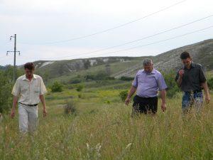 Директор М.О. Височин разом із начальником охорони Кобилєвим А.І. та своїм заступником Тупіковим А.І. на території Парку