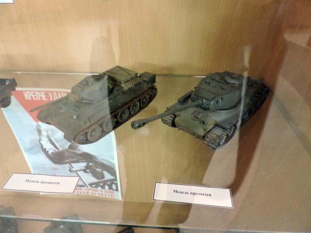 Моделі бронетехніки, які пропонуються до аукціону.
