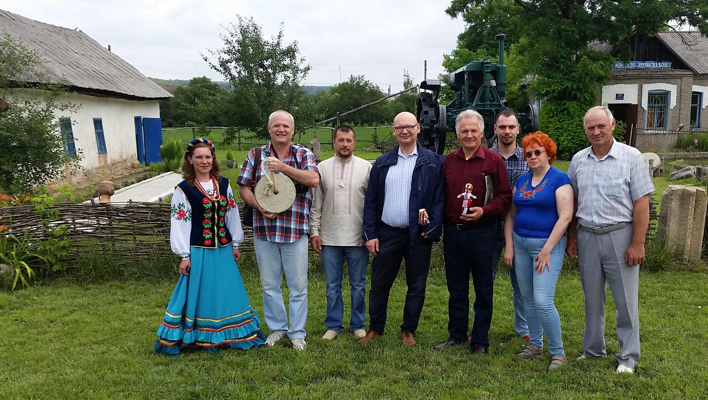 Учасники місії в селі Олександро-Калинове Донецької області, в 30 кілометрах від лінії фронту.