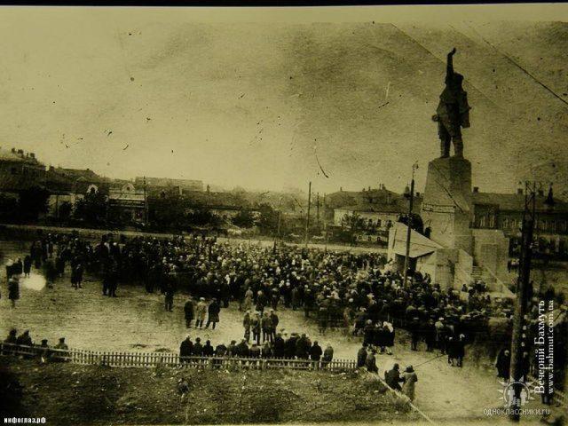 Цього пам'ятнику Артему вже давно нема. Тепер нема і Артемівська