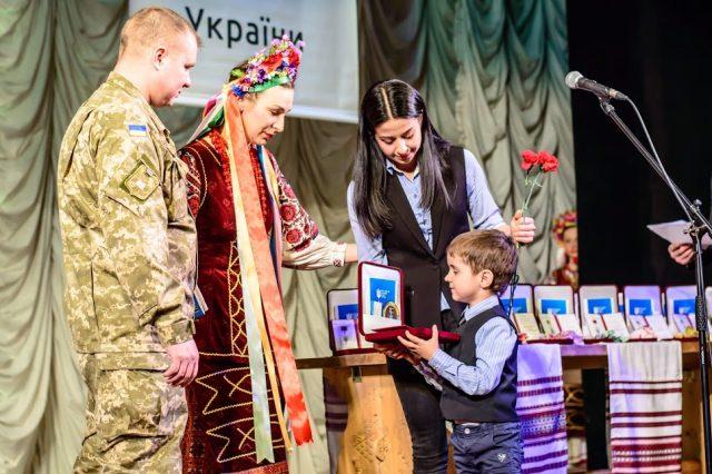 Нагороду отримують дружина та син Сергія Цимбала