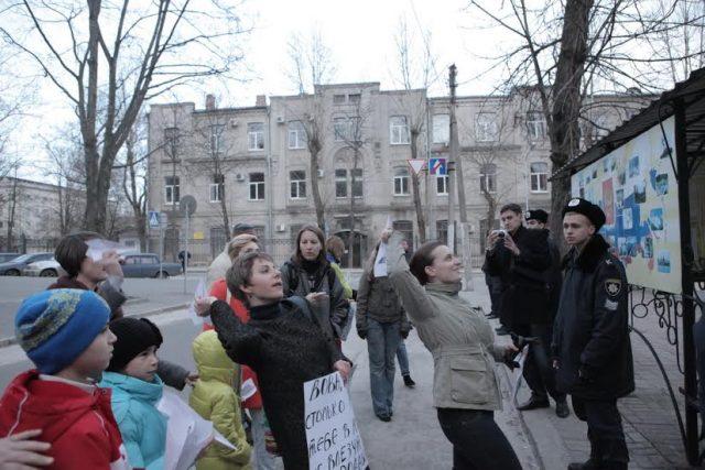 Запуск літачків у консульство РФ з написом Надії волю Фото Вячеслав Мадієвський