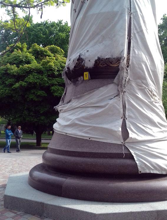 Пошкодження на пам'ятнику Мазепі у Полтаві