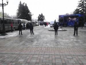 d836e22--foto-dmitra-larina.mashini-z-berkutom-i-stsena-partiji-regioniv-pid-vr