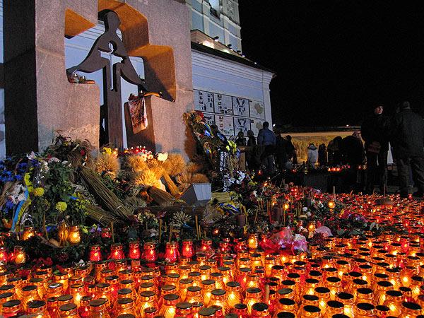 Памятник жертвам голодомора в Киеве.