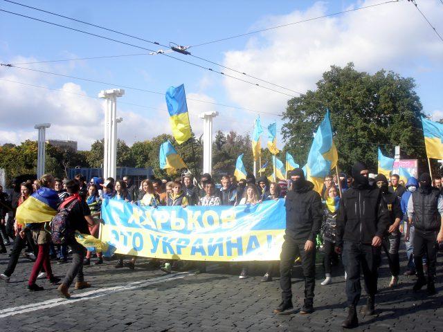 Патріотичний марш у Харкові 28 вересня 2014 року. Ввечері того ж дня було повалено Леніна.  Фото: Сергій Петров. Ліцензія CC BY-SA 4.0.