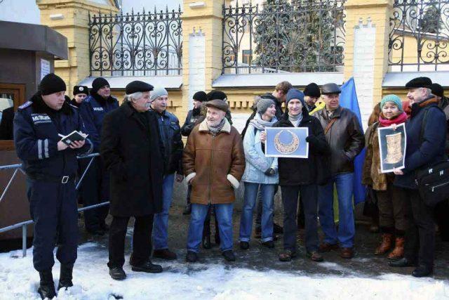 Пікет співробітників Інституту біля адміністрації Президента