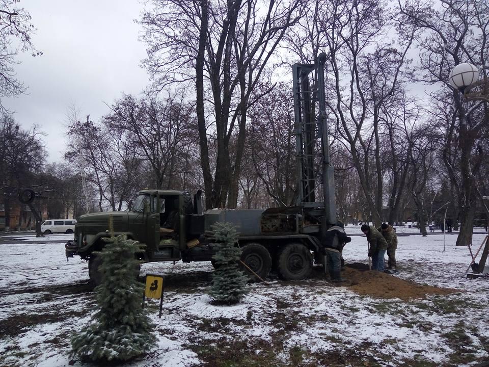 Розпочато роботи по встановленню пам'ятника Мазепі. Фото Наталії Гранчак