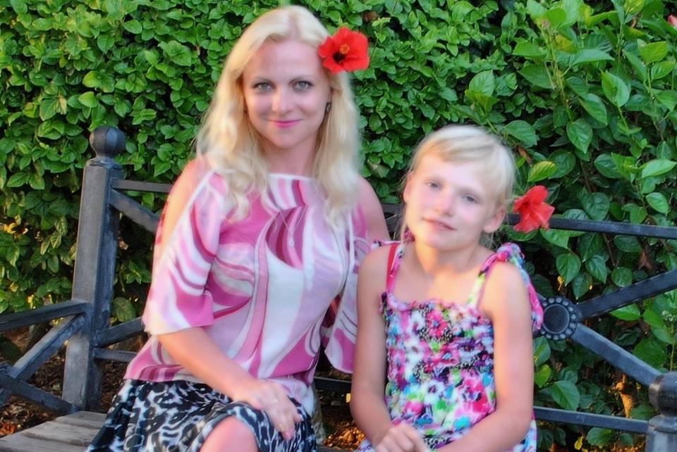 Вікторія Родічева з донькою Лілією. Фото з мережі Facebook