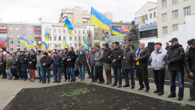 Kharkiv, January 12, 2014. Final assembly of 1st Euromaidan Forum near the Yaroslav Mudry monument. Men surrounded created live chain to protect the assembly from hooligans. Photo by Nataliya Zubar