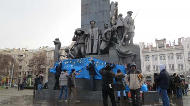 Taras Shevchenko monument - a regular place for Euromaidan meetings in Kharkiv. Kharkiv, December 1, 2013 Organizers are preparing for the first really big rally. Photo by Nataliya Zubar
