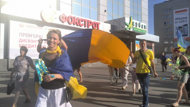 Kramatorsk, 27 July, 2014 Activists from Kharkiv brought flags and Ukrainian symbolics. Photo by Nataliya Zubar