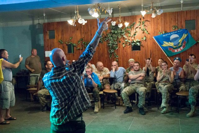 Frontline, April 5, 2015. Volunteer artists from Kharkiv entertain the Myrotvorets (Peacebuiler) batalion. Photo by Leonid Logvinenko