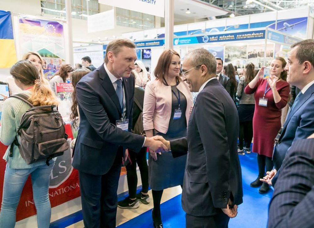 Ректор Онищенко та міністр освіти Азербайджану Джаббаров (Фото із соцмереж)