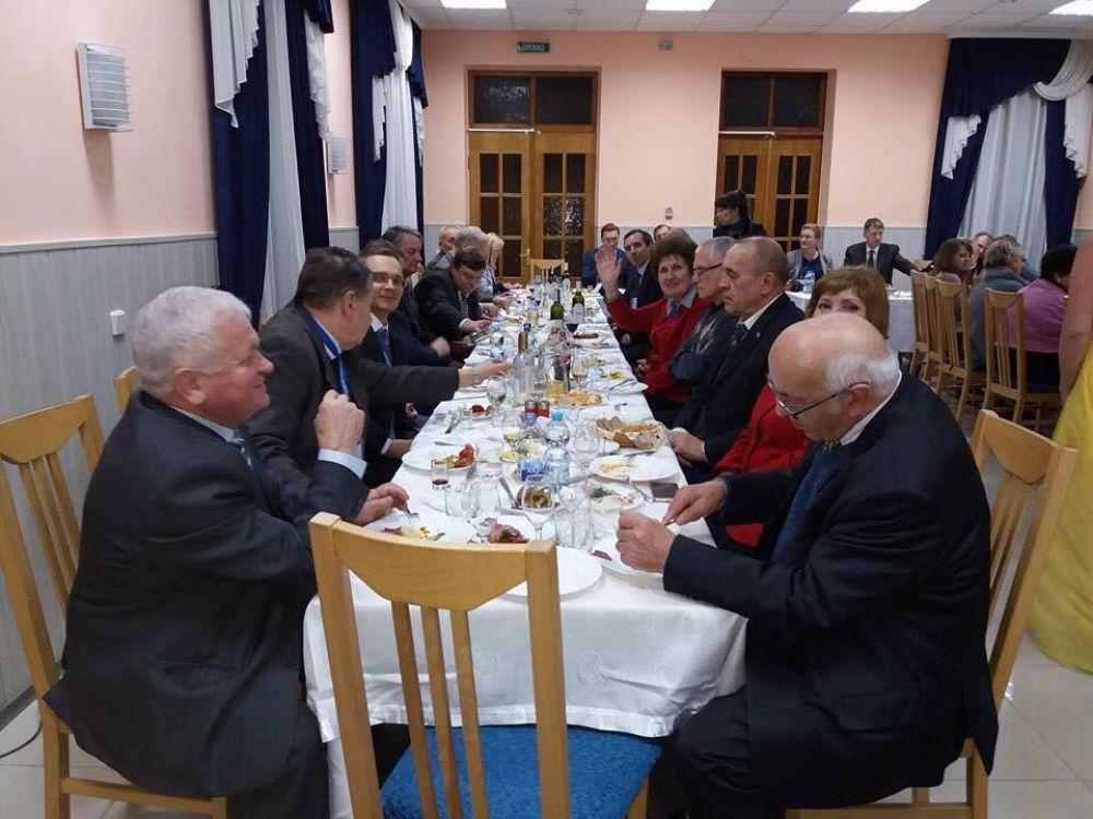 Застілля учасників конференції (Фото з соціальних мереж)