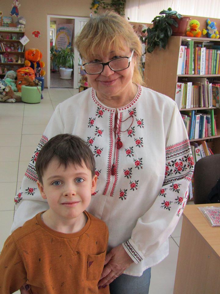 Ірина Сила прийшла до клубу з онуком Михайлом, який готується до першого класу школи.